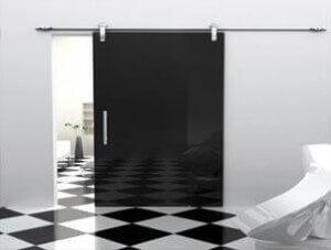 черна стъклена врата