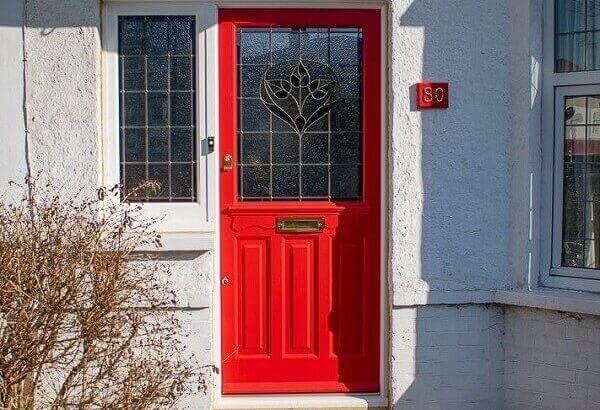 Входна врата в свят червен