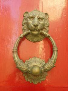 Чукче за врата с формата на лъвска глава