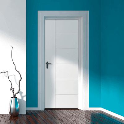 Поддържана бяла врата